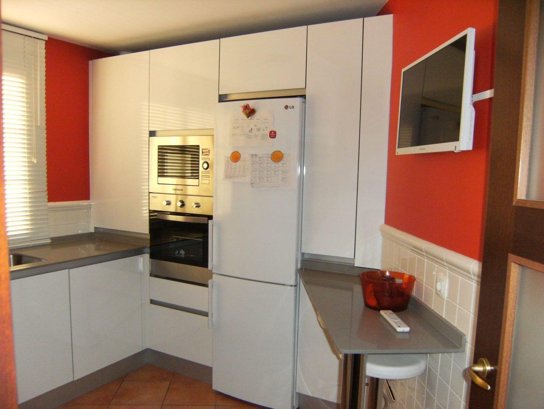 Cocinas de formica precios perfect cocina con los muebles for Encimeras de cocina formica precios