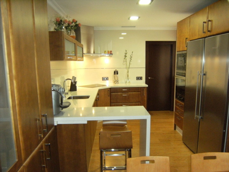 Cocinova cocinas de madera en sevilla cocinova for Cocinas sevilla