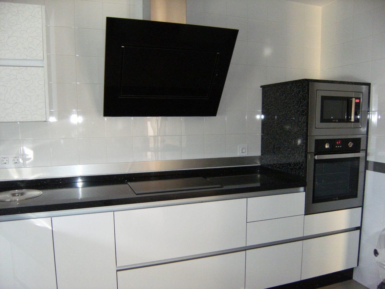 Cocinova cocinas con cenefas de acero inoxidable cocinova - Cenefas modernas para cocina ...