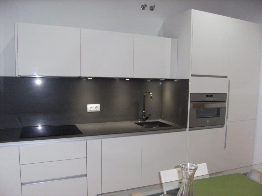 Cocinova cocina de formica brillo cocinova - Muebles cocina formica ...
