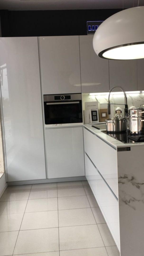 Cocinova liquidaci n de cocinas en sevilla cocinova for Cocinas de ocasion sevilla