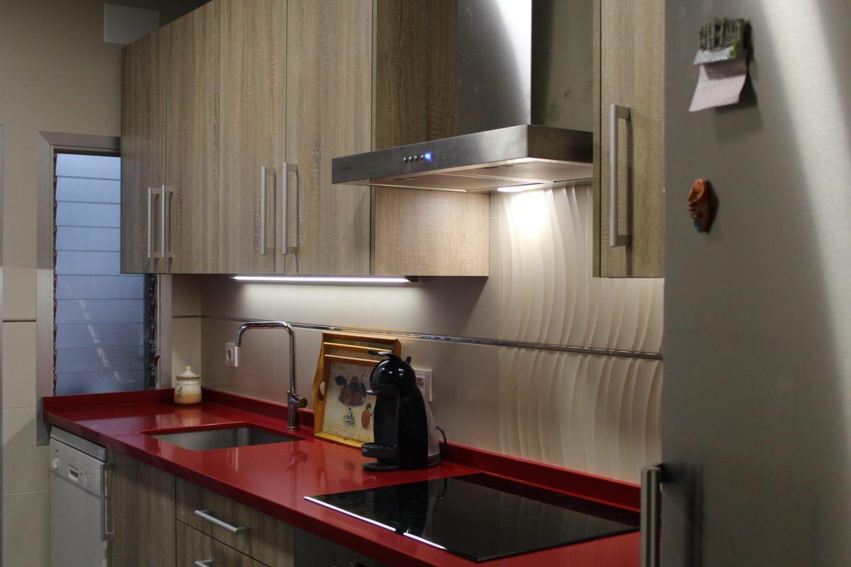 Cocinova cocina con encimera roja cocinova - Anchura encimera cocina ...