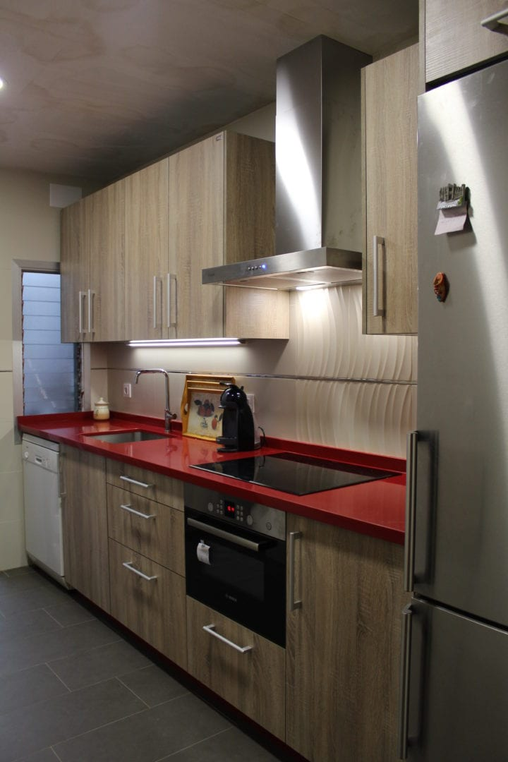 Cocinova cocina con encimera roja cocinova - Encimera para cocina ...