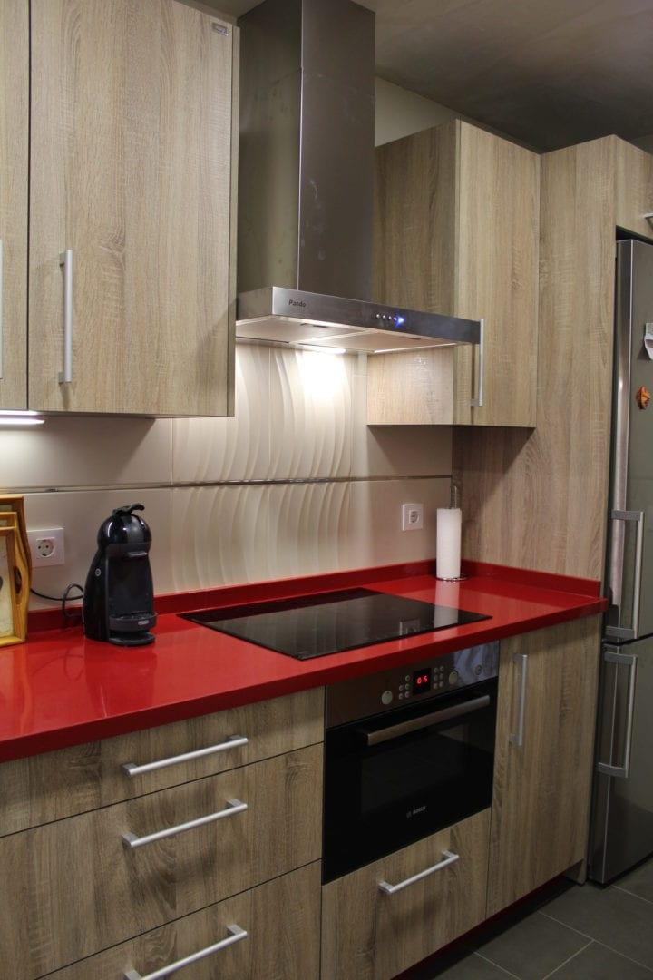 Cocinas modernas blancas con encimera roja cheap cocina for Cocina blanca encimera roja