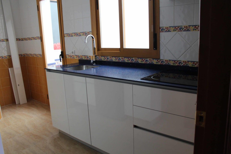 cocinova cocina con encimera azul cocinova