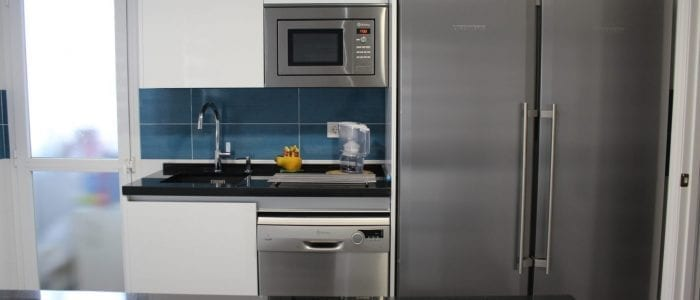 Cocinova cocina sin tiradores con encimera naturamia cocinova - Cocinas xey barcelona ...