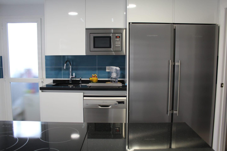 Cocina sin tiradores good modleo salento gris diseo sin for Tiradores muebles cocina