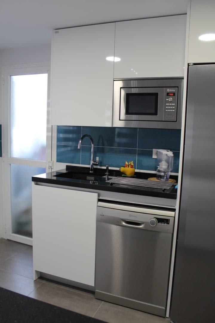 Cocinova cocina sin tiradores con encimera naturamia - Tiradores cocina ...