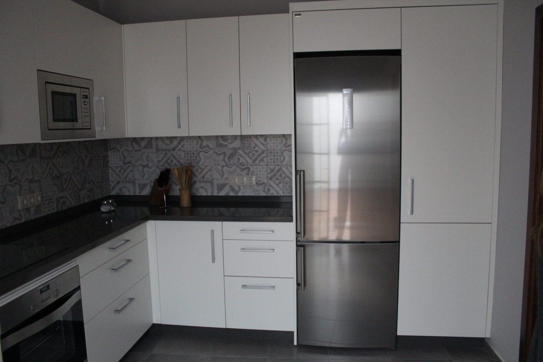 Cocinova muebles de cocina en sevilla con gran almacenaje cocinova - Muebles para almacenaje ...
