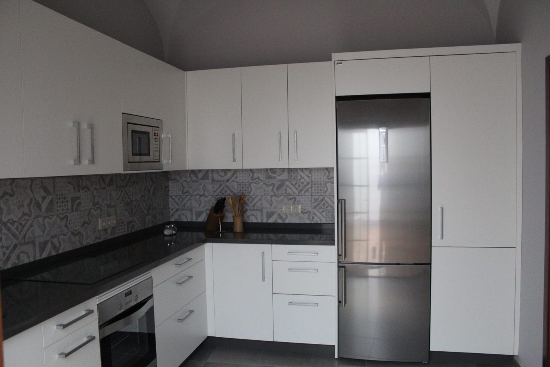 Cocinova muebles de cocina en sevilla con gran almacenaje for Cocinas sevilla