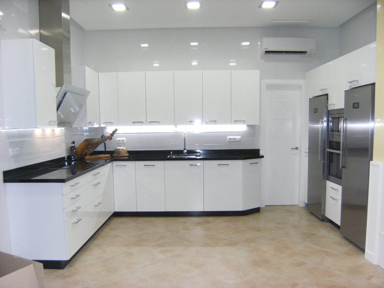 Cocinova cocinas con acabado en brillo o en mate cocinova - Cocina blanca mate o brillo ...