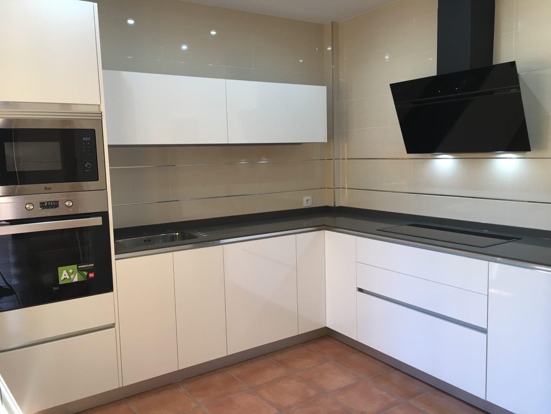 Cocinova cocina blanco brillo instalada en el prior - Cocinas blanco brillo ...