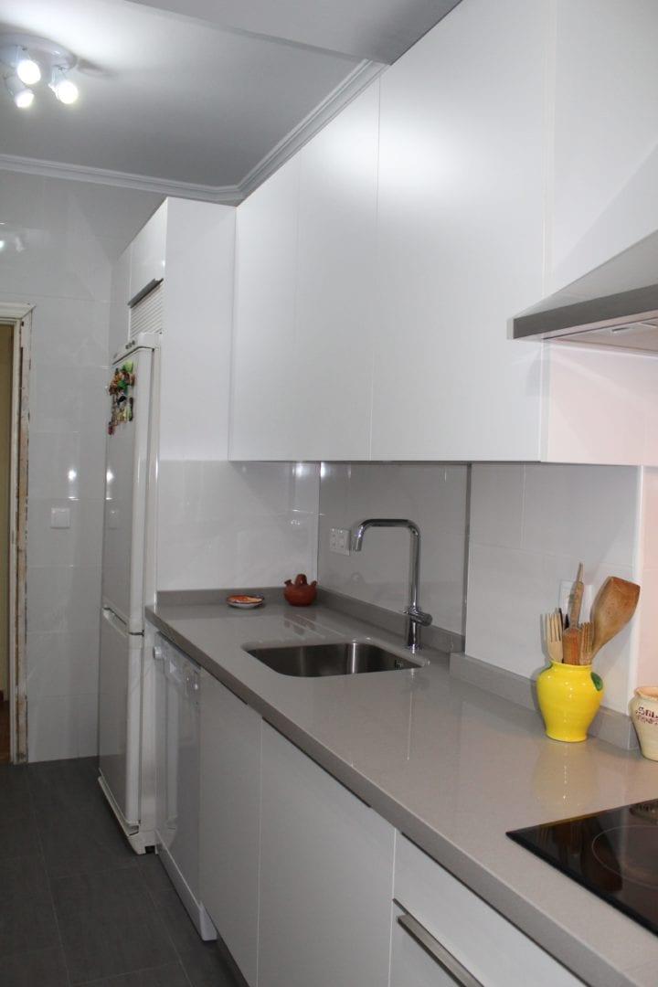 Cocinova cocina de formica en color blanco cocinova cocinas - Cocina de formica ...