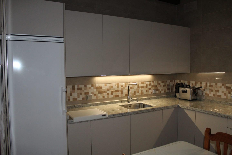 Cocinova cocina con encimera naturamia modelo warwick - Cocina con carmen ...