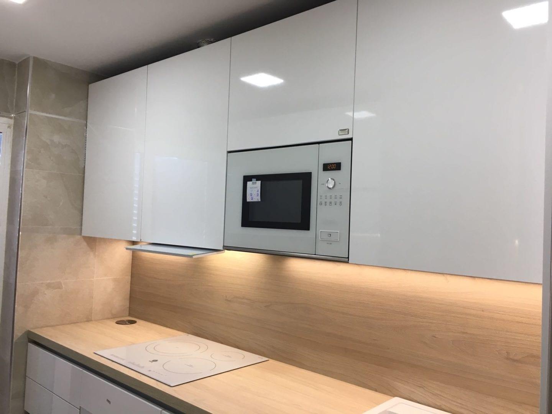 Cocinova cocina en sevilla en color blanco brillo cocinova - Cocinas sevilla ...