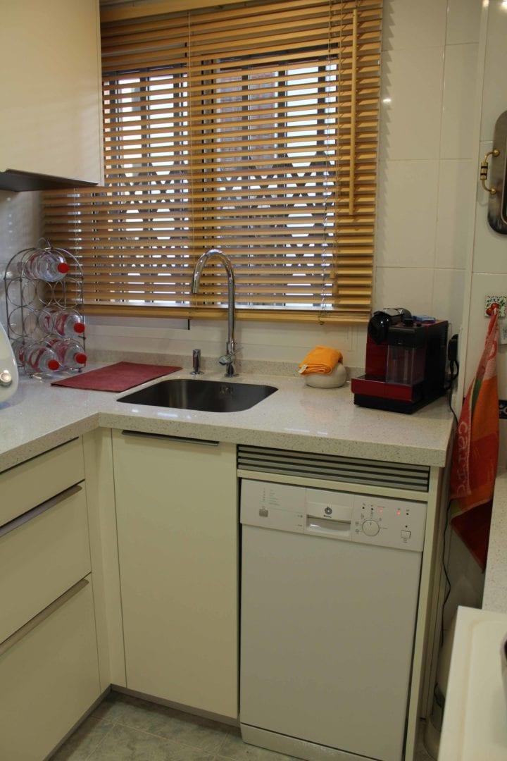 Cocinova cocina aprovechada al m ximo en pleno centro de for Cocinas de ocasion sevilla