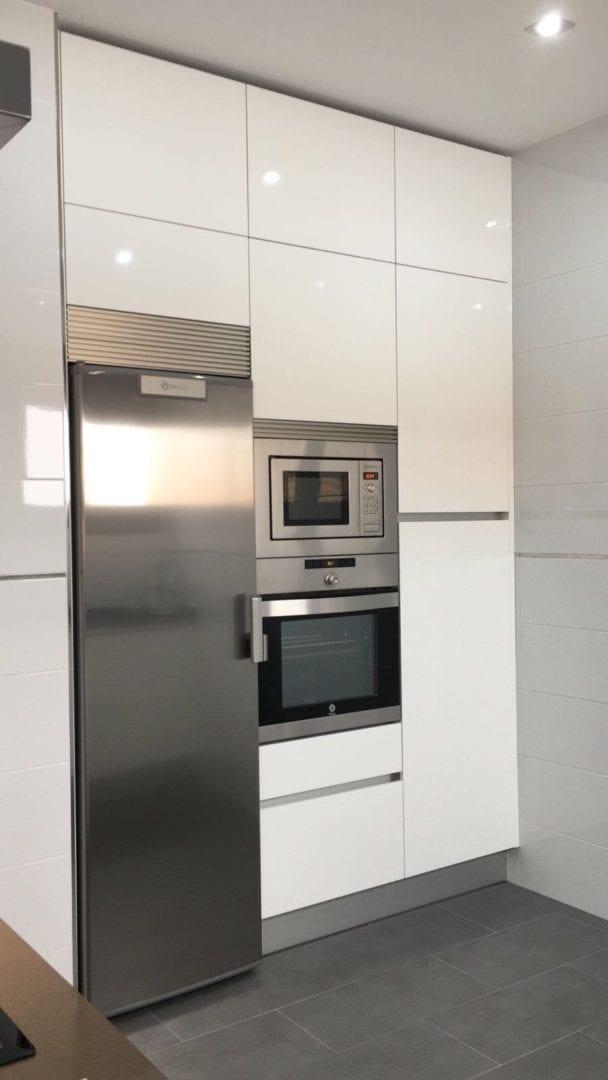 Cocinova cocina en color blanco cristal cocinova cocinas - Cocinas en color blanco ...