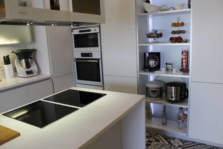 Cocinova cocina con muebles abatibles en el viso del alcor for Proyecto muebles de cocina