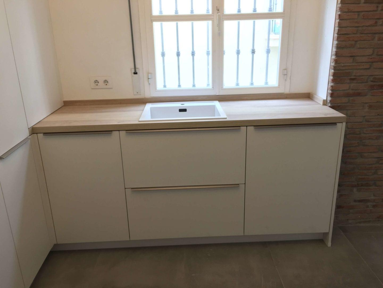 Cocinova cocina con muebles polilaminados instalada en sevilla for Cocinas con muebles
