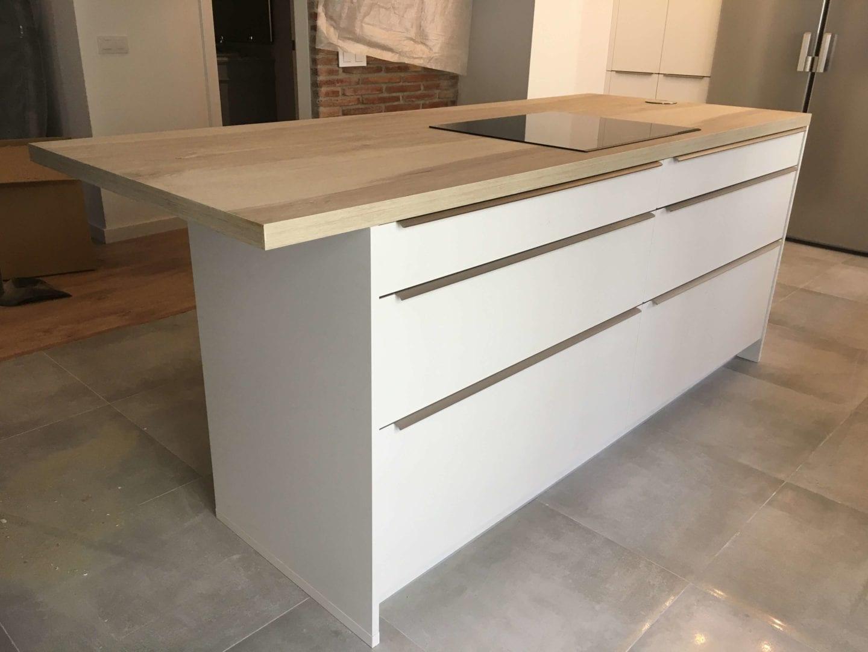Cocinova cocina con muebles polilaminados instalada en sevilla for Muebles de cocina sevilla