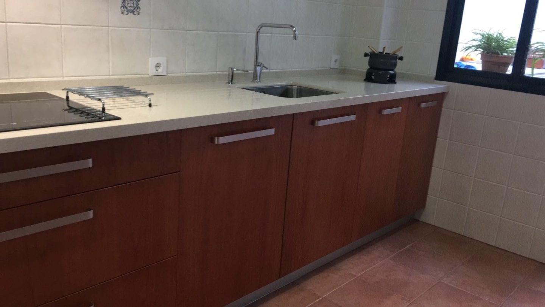 Cocinova cocina en madera de haya color cerezo cocinova for Color haya madera