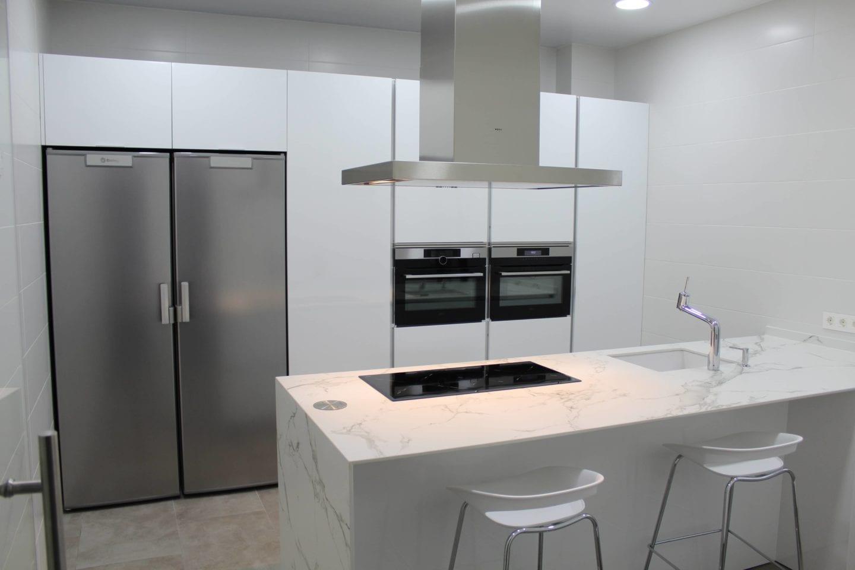 Cocinova cocina dica en blanco brillo cocinova cocinas for Proyecto cocina