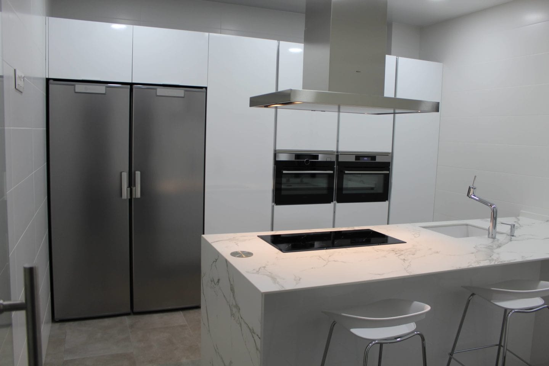 Cocinova cocina dica en blanco brillo cocinova cocinas for Cocinas dica precios