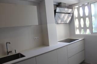 cocina-adaptada-a-los-bajos-techos