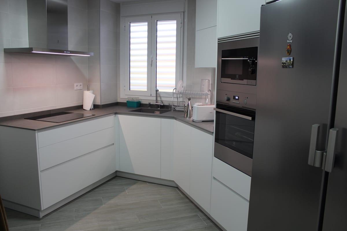Cocinova cocina con encimera inalco en sevilla este cocinova - Cocinas sevilla ...