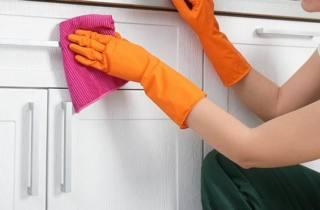 limpiar-los-muebles-de-la-cocina